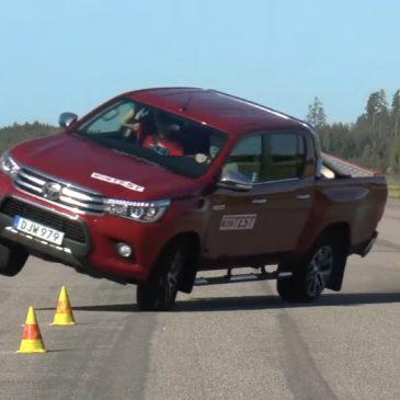 Пикап Toyota Hilux провалил «лосиный тест»